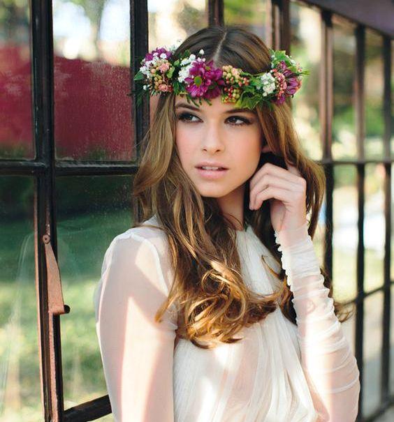 Tocado corona con flores exóticas